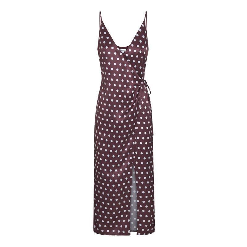 Este vestido lardo de seda forma parte de la nueva línea Silky Summer