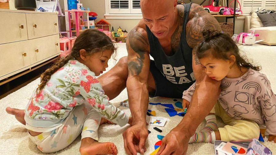 The Rock y sus hijas