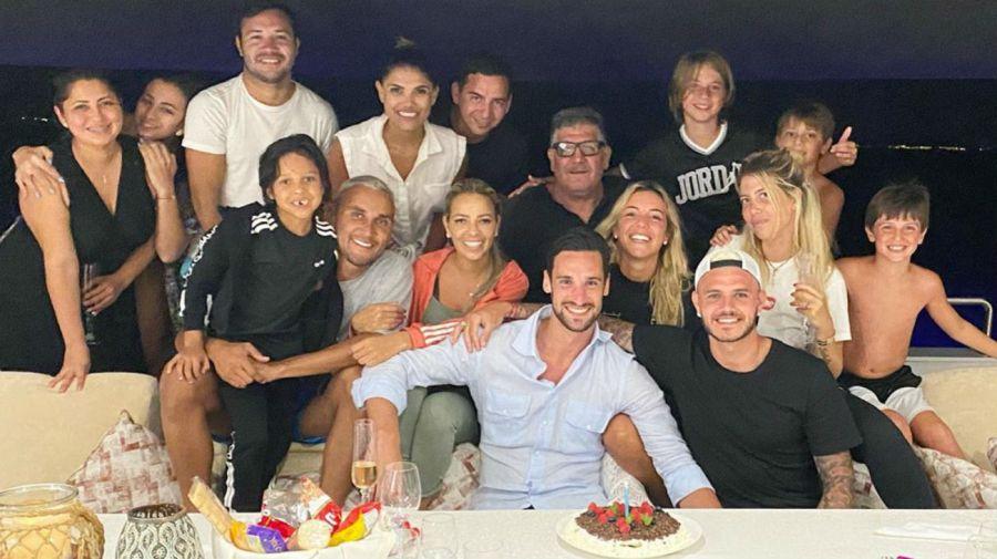 Wanda Nara, Mauro Icardi y amigos en el yate