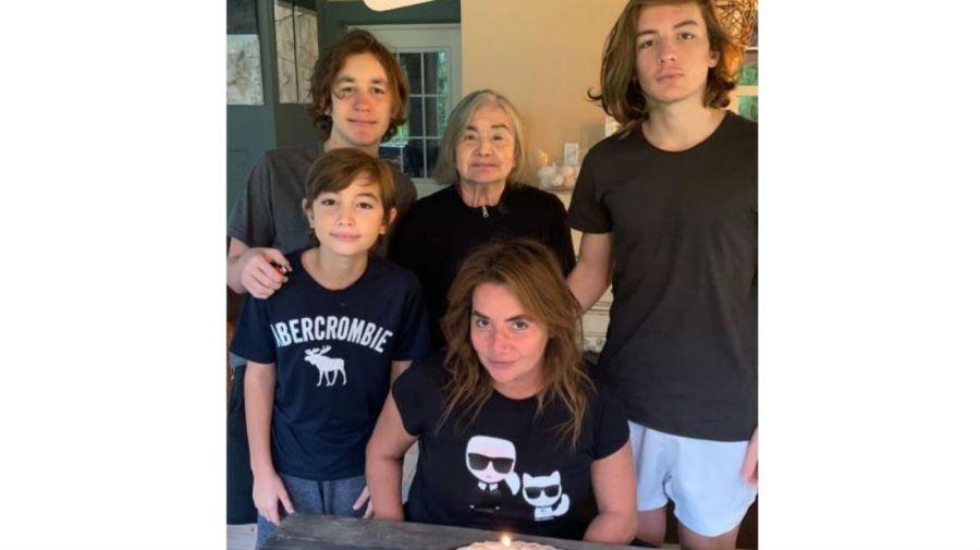 Nancy Pazos, sus hijos y su madre