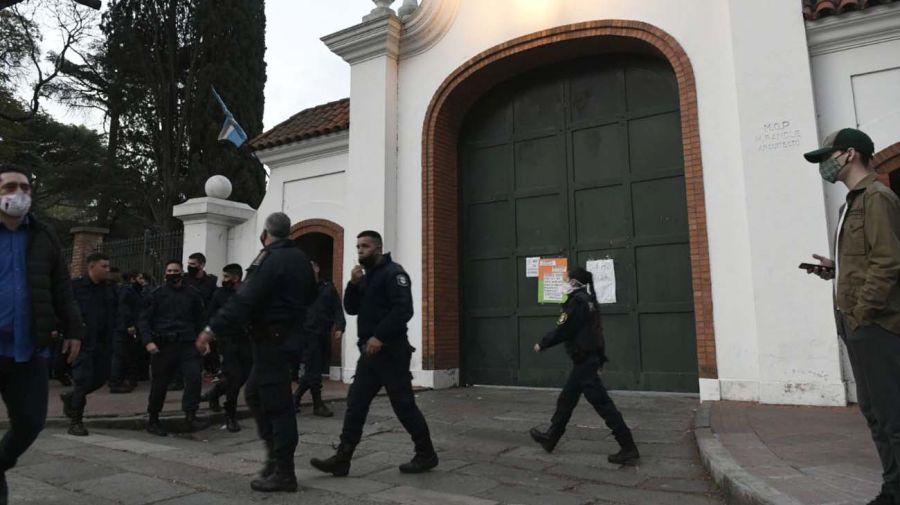 Policia Bonaerense en Olivos-20200909