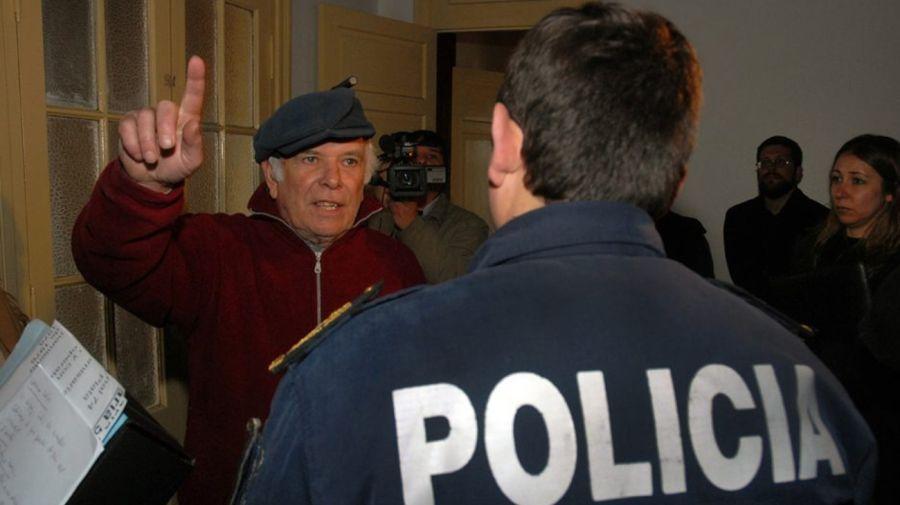 Jorge Julio López recorriendo la comisaría Quinta, durante el juicio. Foto de Horacio Paone
