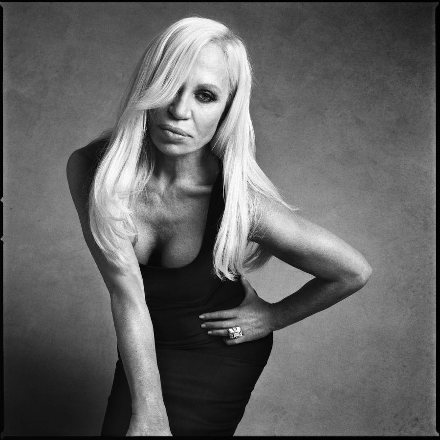 Donatella Versace fotografiada porVictor Demarchelier