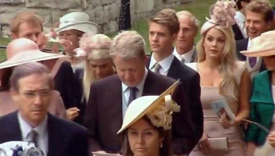 Charles Spencer junto a sus hijos e hijas en la boda real