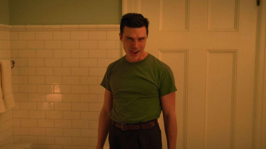 Finn Wittrock como Edmund Tolleson