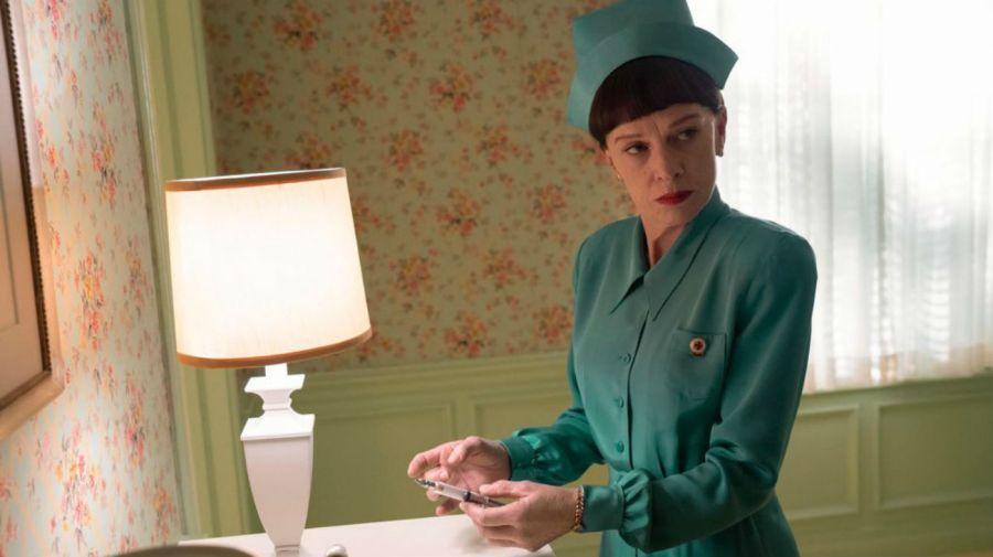 Judy Davis como la enfermera Betsy Bucket