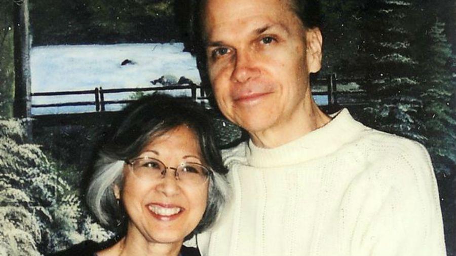 Gloria Hiroko Chapman y Mark Chapman