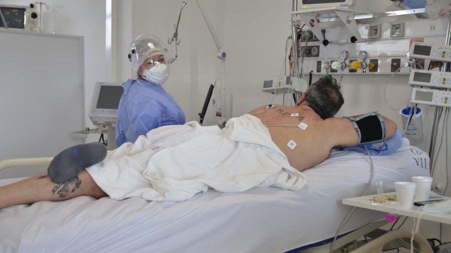 Sala UTI Covid-19 del Hospital Posadas / La pronación ayuda a los pacientes a respirar.