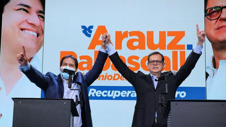 El periodista Carlos Rabascall sustituirá a Correa como candidato a la Vicepresidencia de Ecuador.