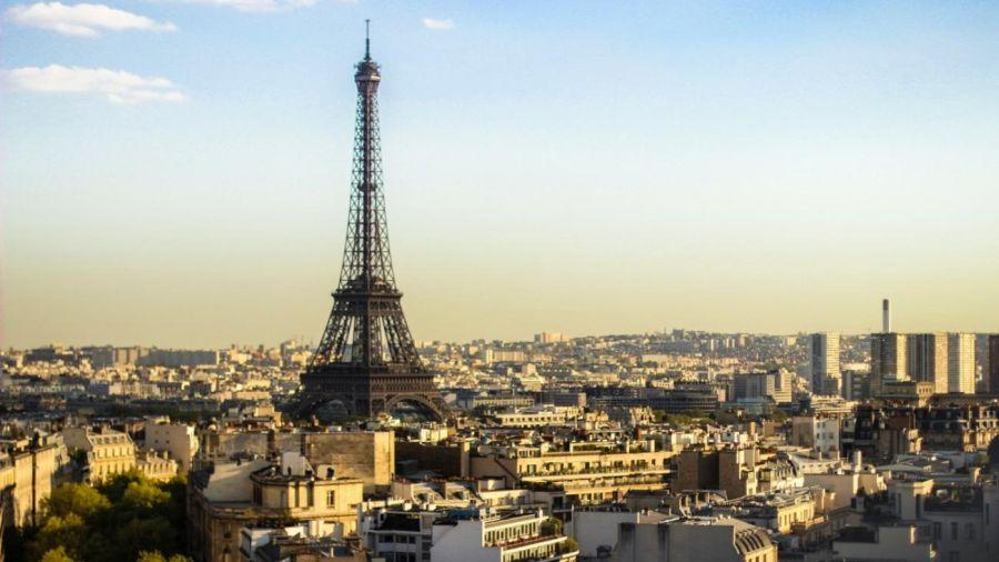 París: un avión rompió la barrera del sonido y la explosión asustó a más de uno