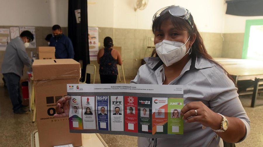 bolivianos votando en Argentina 20201019