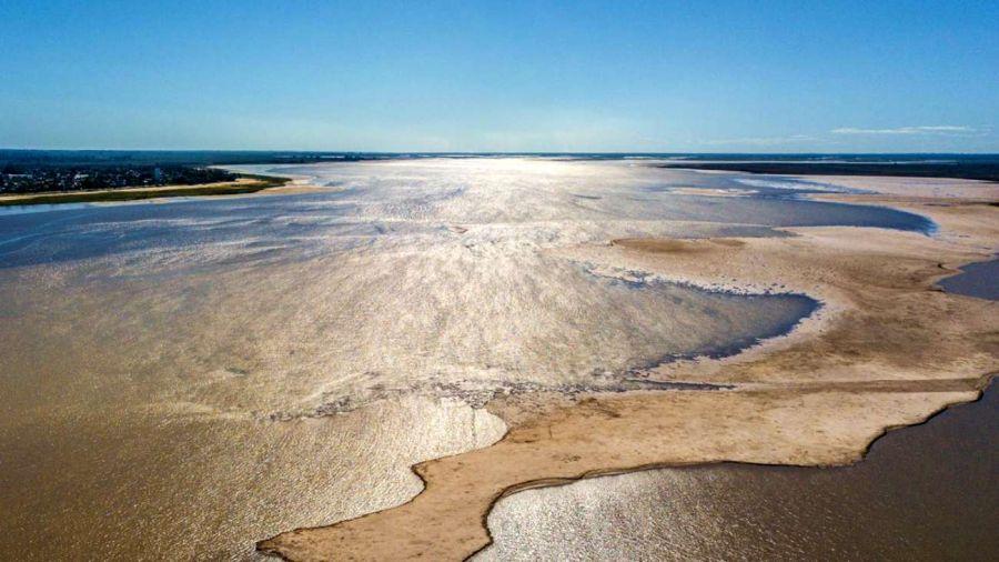 El agua del río Paraná está inusualmente clara