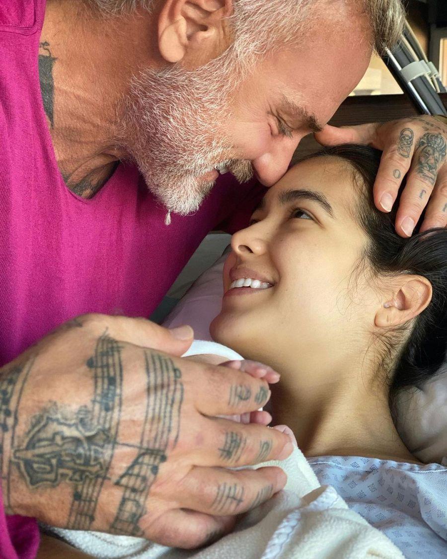 Gianluca Vacchi y su pareja le dan la bienvenida a su hija