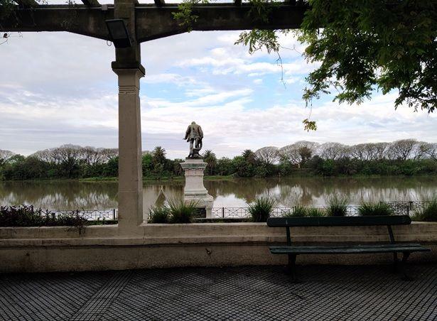 Costanera Sur. La estatua de Luis Viale hoy mira los pantanos de la Reserva Ecológica