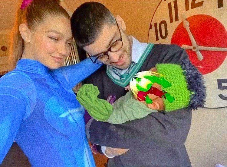 Gigi Hadid y Zayn Malik con su bebé