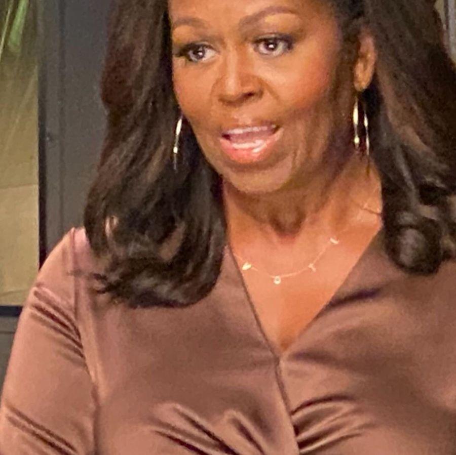 Michelle Obama y un particular mensaje en su colgante