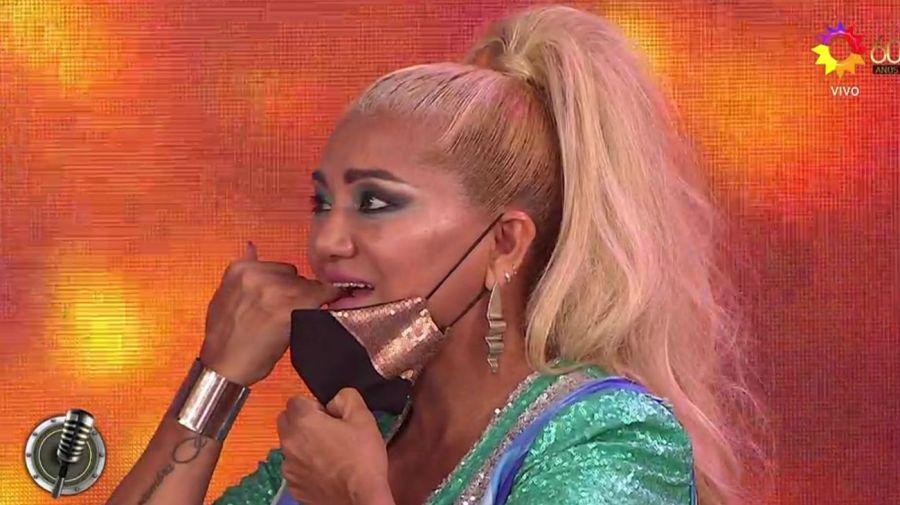 Bomba Tucumana se llevó un dedo a la boca sin darse cuenta de que la estaban enfocando
