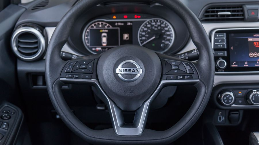 Nissan Versa Advance CVT