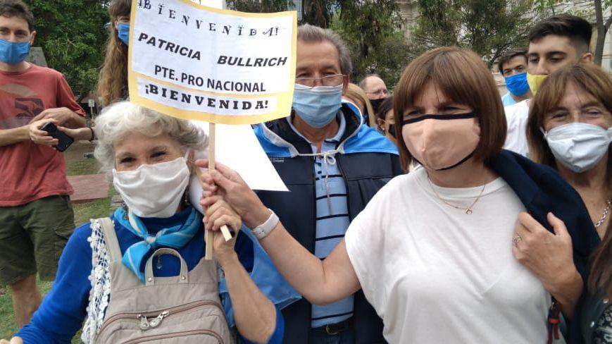 Patricia Bullrich fue aclamada por la gente en Córdoba