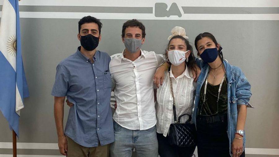 Sebastian Graviotto, Juana Repetto junto a Agustina y Foka, sus testigos