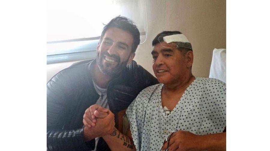 Diego Maradona tras la operación de la cabeza