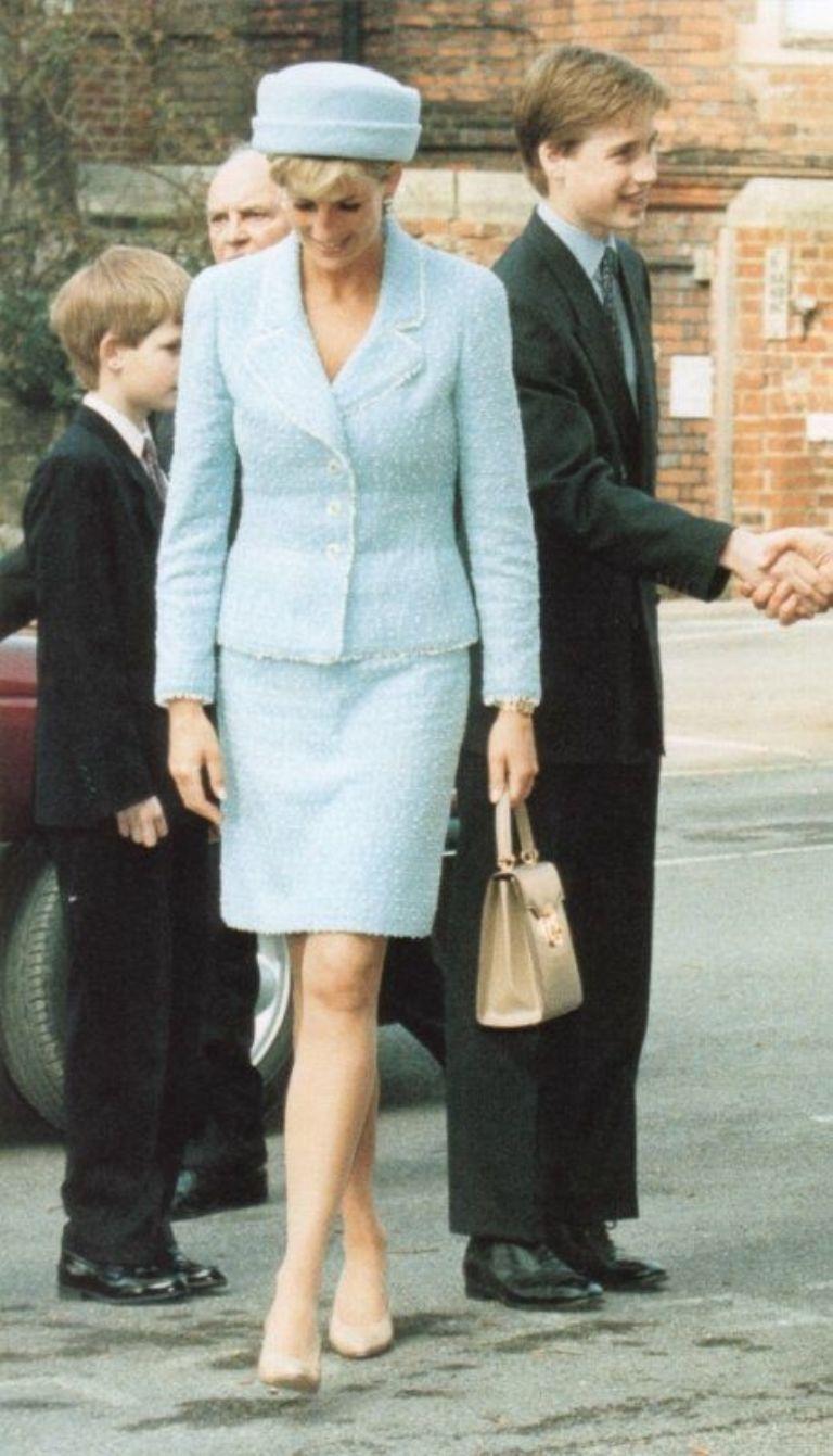 La triste historia por la cual Lady Di dejó de vestir Chanel