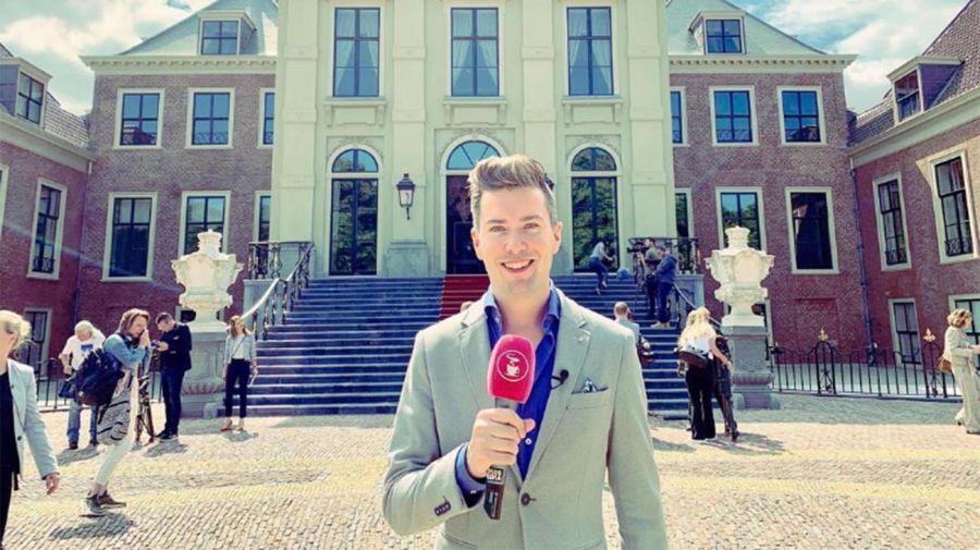 Rick Evers frente al Palacio Huis ten Bosch de la familia real