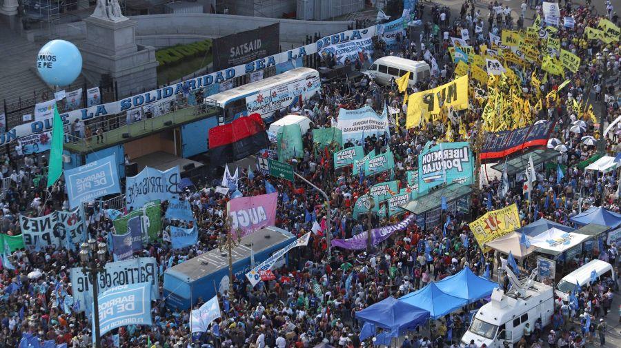 Marcha de La Cámpora, sindicatos y organizaciones en el Congreso