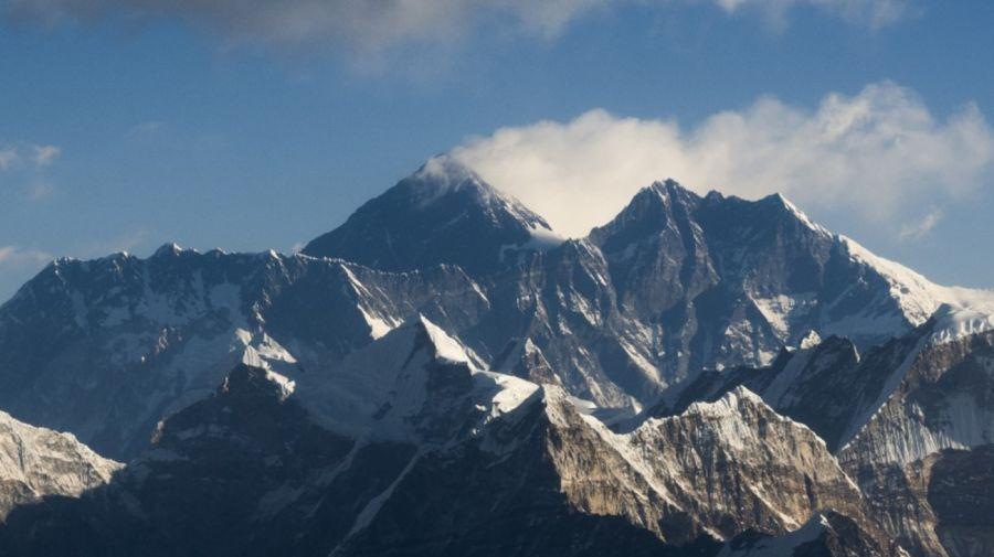 Everest contaminado con microplásticos