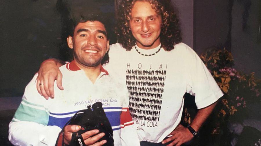 Diego Maradona con el periodista Sergio Hendler.