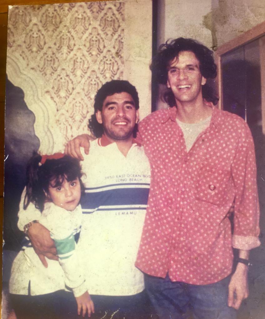 Diego Maradona con el fotógrafo Diego Grimberg.