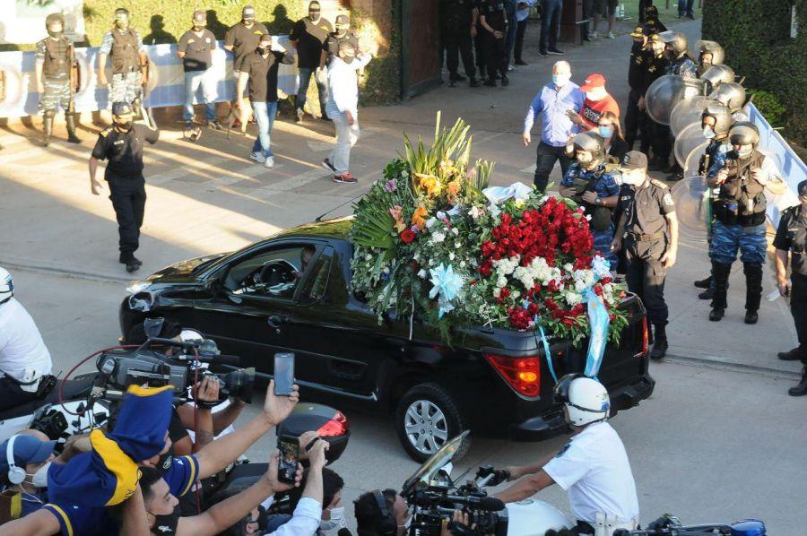 Maradona: despedida íntima en el cementerio