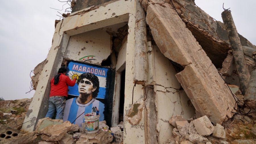 Un artista pintó murales en edificios destruidos de Siria