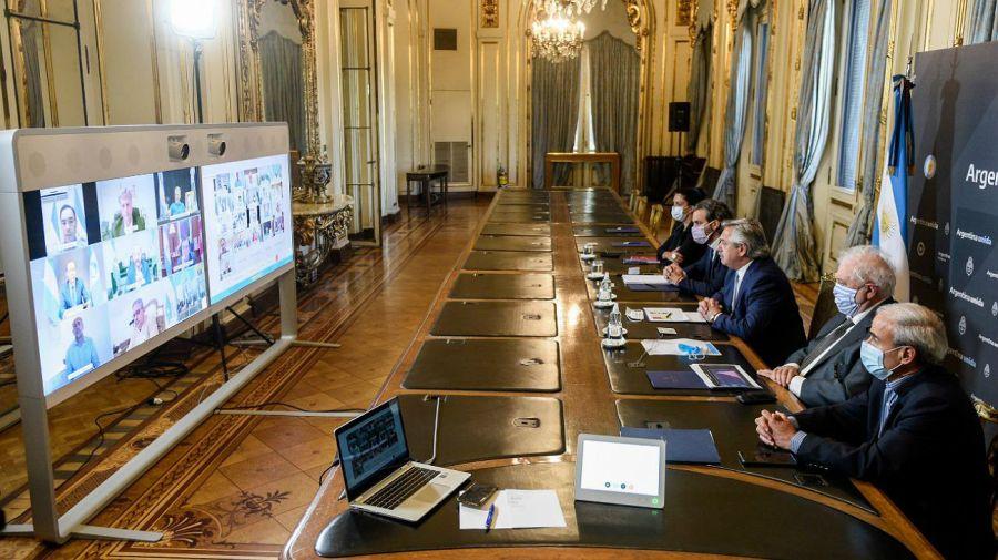 Alberto Fernández junto a los gobernadores por videoconferencia.