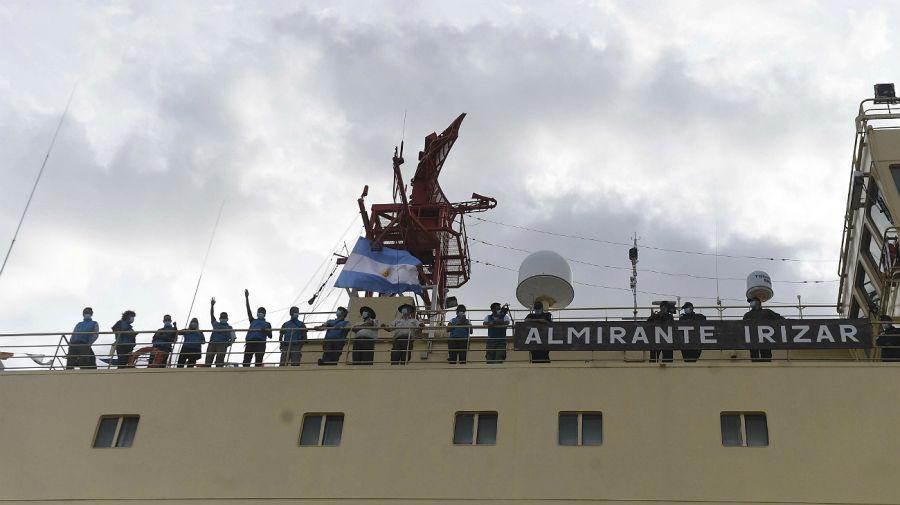 Dieron inicio a la Campaña Antártica de Verano 2020-2021. Rompehielos ARA Almirante Irízar.