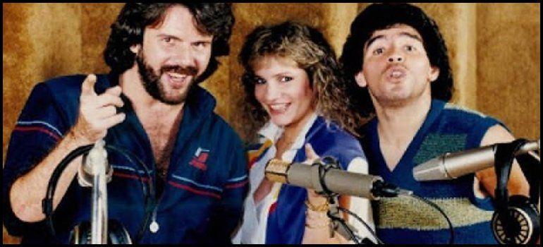 Lucía y Joaquín Galán con Diego Maradona
