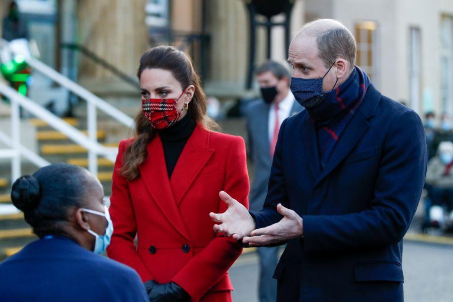 Nuevamente Kate apuesta por el mismo tapado pero esta vez es su tapabocas lo más destacado
