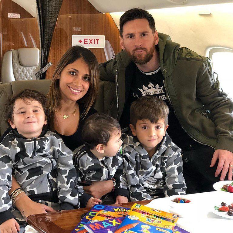 Leo Messi y Antonella con Ciro, Mateo y Thiago