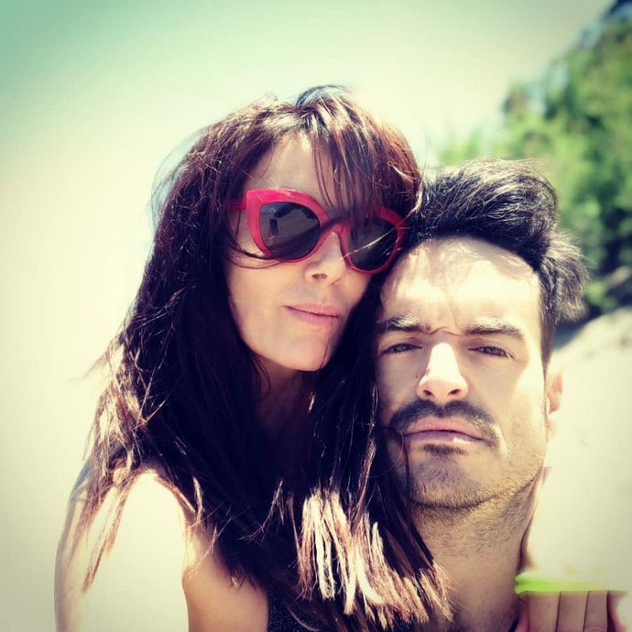 Viviana Saccone y su nuevo novio, apasionados en la playa
