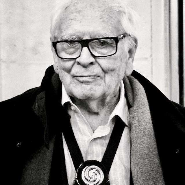 A sus 98 años murió el diseñador de moda francés, Pierre Cardin