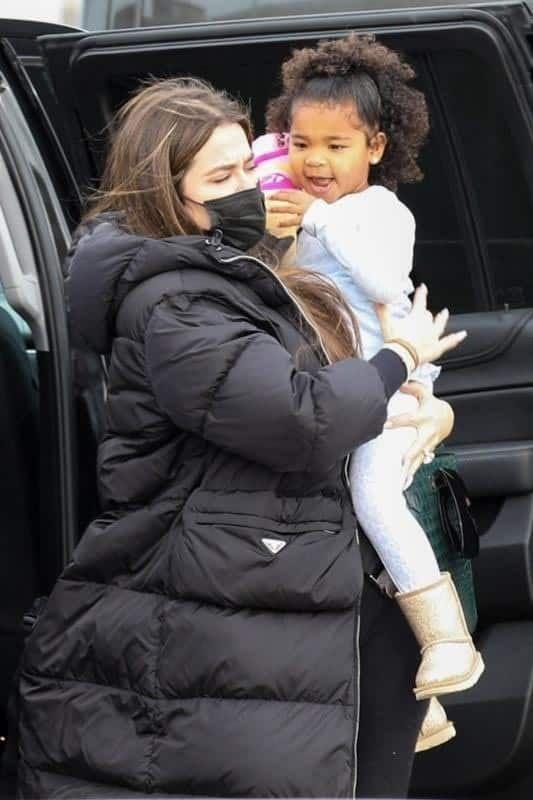 Khloé Kardashian luce su anillo de compromiso con Tristan Thompson