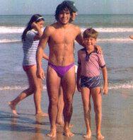 Sunga: la moda que impuso Maradona en los 90's y que hoy volvió a las playas argentinas