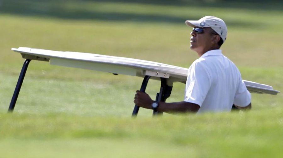 Obama jugando al golf