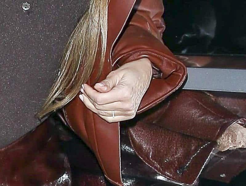 Kim Kardashian usa su anillo de bodas, a pesar de rumores de divorcio
