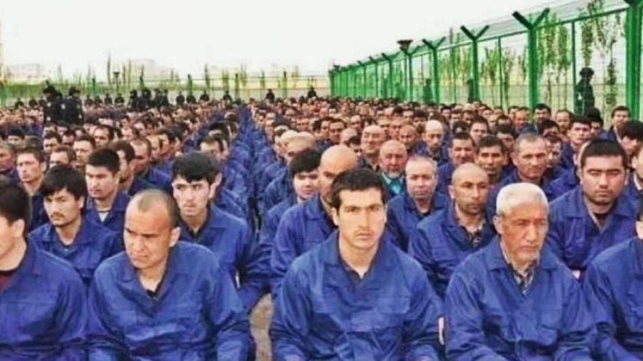 Dramático del pueblo uigur en Xinjiang, China.
