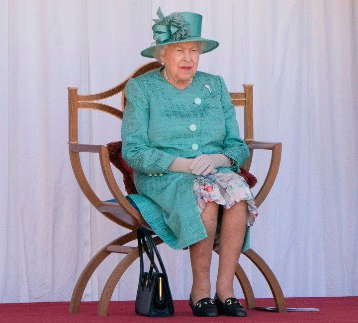 Launer, la firma fetiche de bolso de la Reina Isabel II