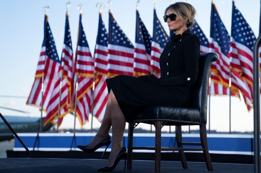 De luto: Así fue el look de Melania Trump para despedirse de la Casa Blanca