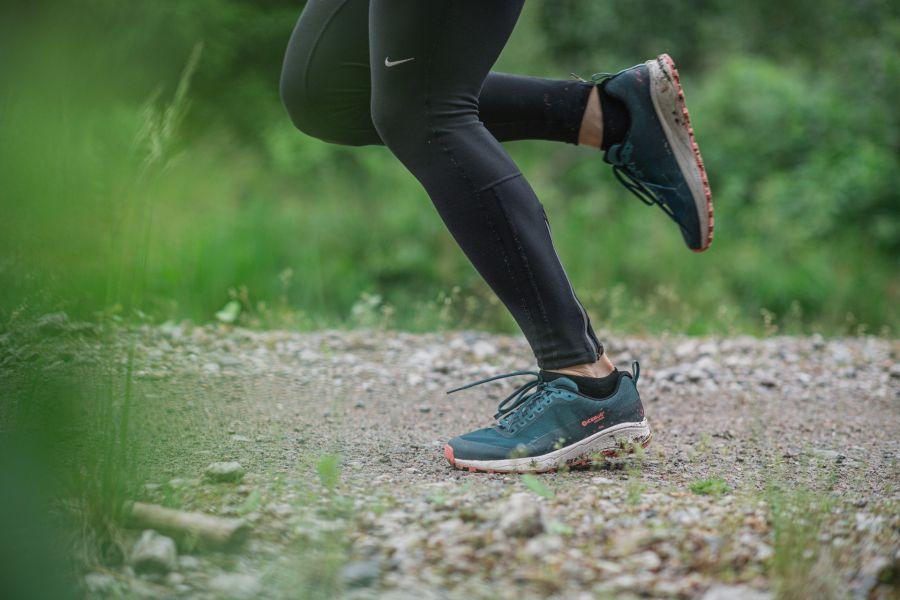 Correr por senderos atravesados por raíces de árboles significa un desafío mucho mayor para el cerebro que el recorrido sobre superficies planas.