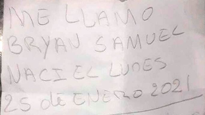 La nota que tenía el bebé hallado en la calle en Ciudadela Sur.