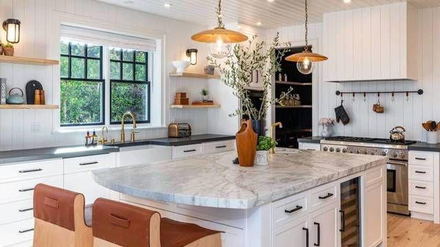 Dakota Johnson se muda con Chris Martin a una impresionante mansión